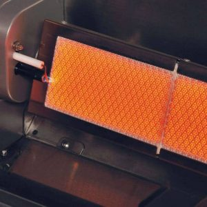 Närbild på Crossray Heatstrip Gasolgrill keramiska brännare