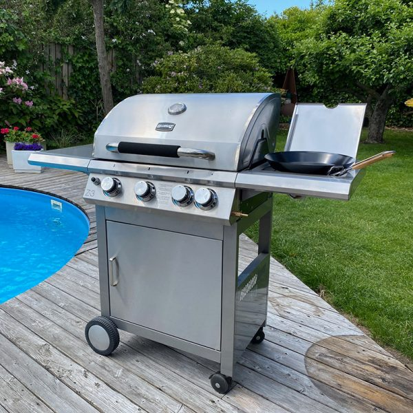 Bluegaz Z3 vid pool med grill topper på kokplattan