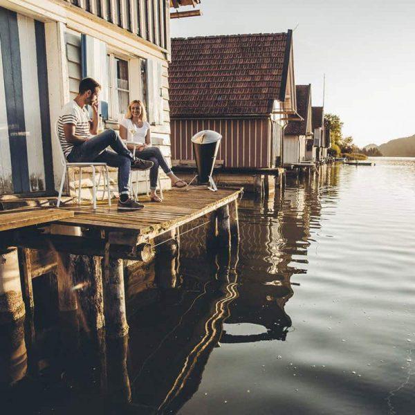 Höfats Cone Kolgrill på brygga vid vattnet