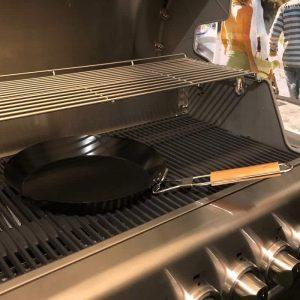 Bluegaz Grill Topper på grill från sidan