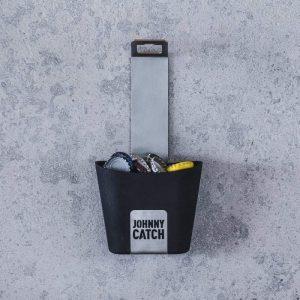 Höfats Johnny Catch Cup Kapsylöppnare monterad på väggen