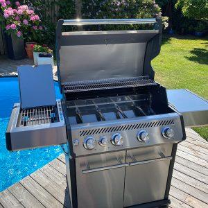 Bluegaz X1 Premium Classic Gasolgrill framifrån vid pool