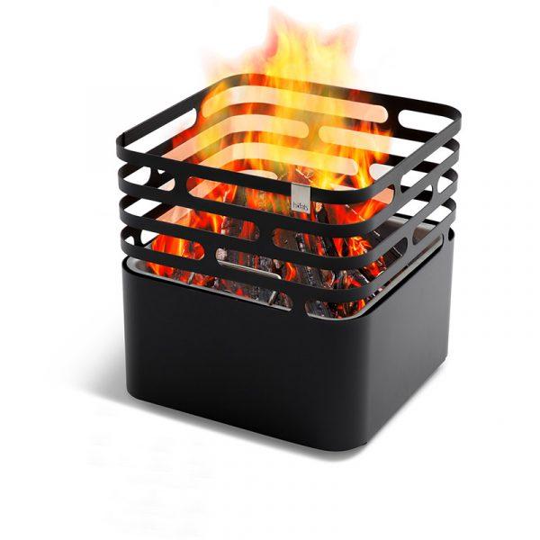 Höfats Cube Eldkorg & Kolgrill svart med eld